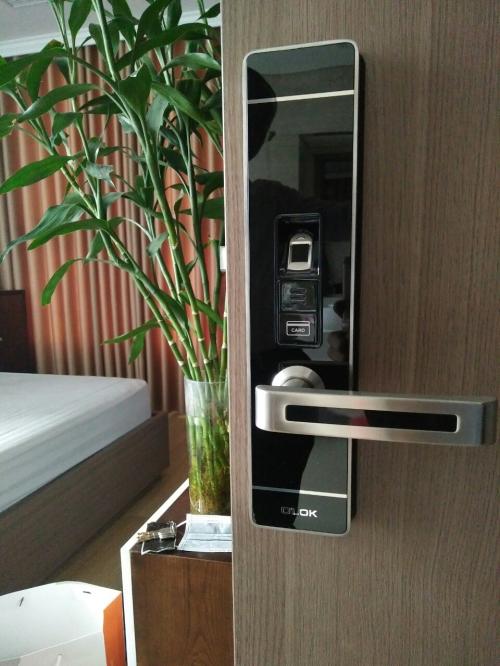 Có nên dùng khóa cửa vân tay cho căn hộ chung cư