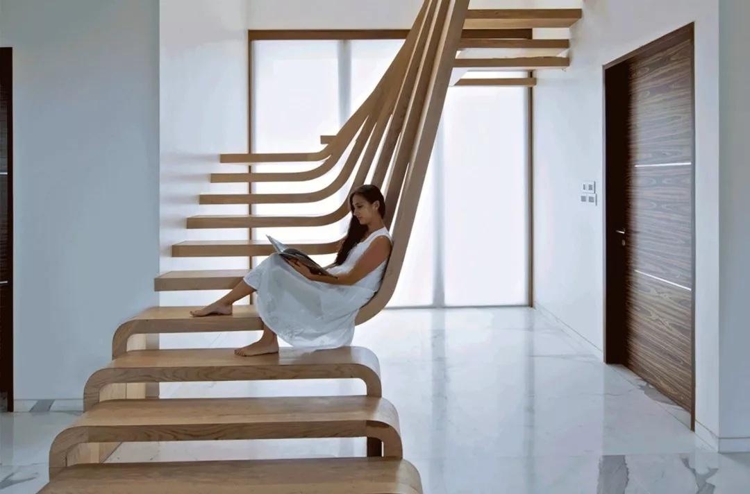 Xâ nhà sửa chữa nhà nên chọn cầu thang gỗ hay cầu thang sắt